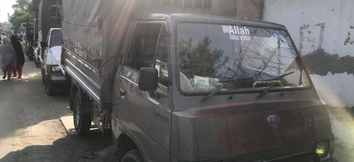 pickup-van-for-rent-small-0